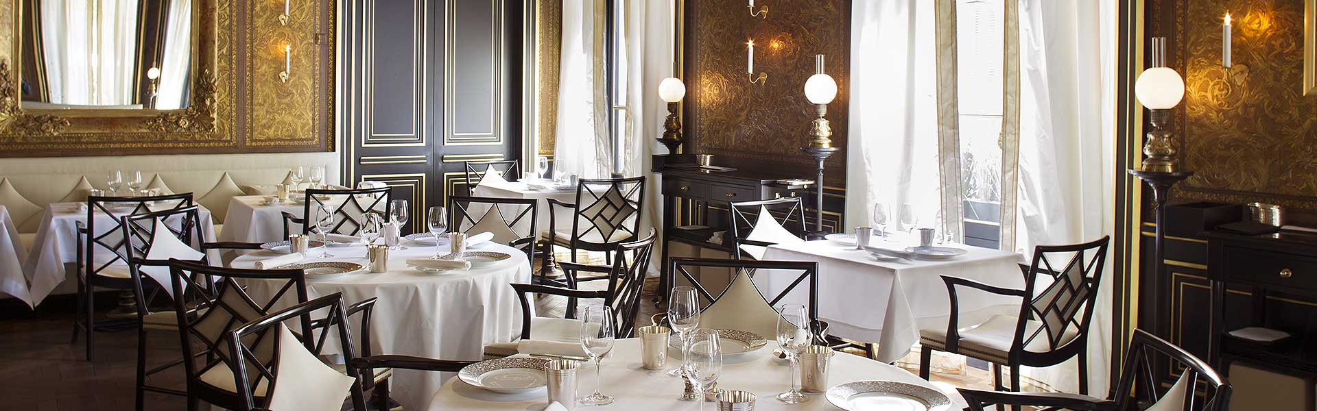 restaurant le gabriel at la reserve paris haute grandeur. Black Bedroom Furniture Sets. Home Design Ideas